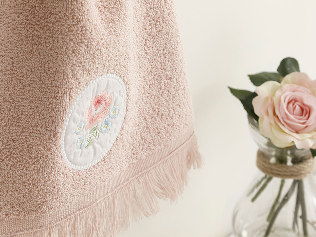 Big Rose Embroidered Hand Towel 30x40 Cm Nude