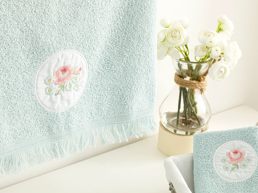 Big Rose Embroidered Face Towel 50x76 Cm Seledon