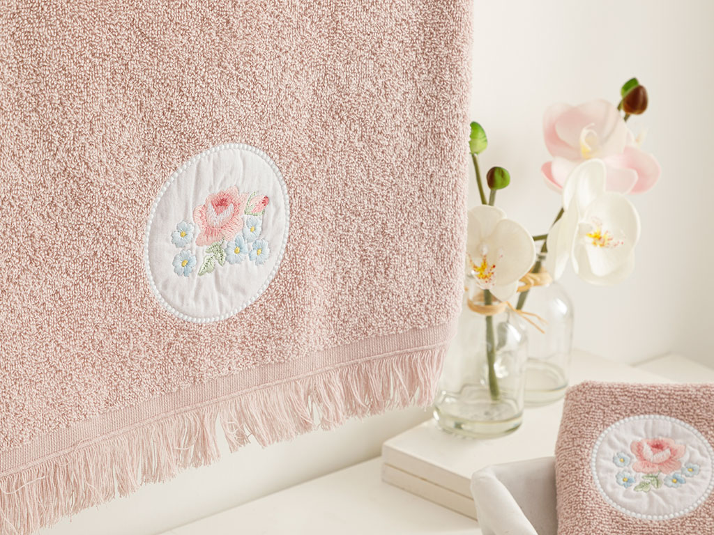 Big Rose Embroidered Face Towel 50x76 Cm Nude