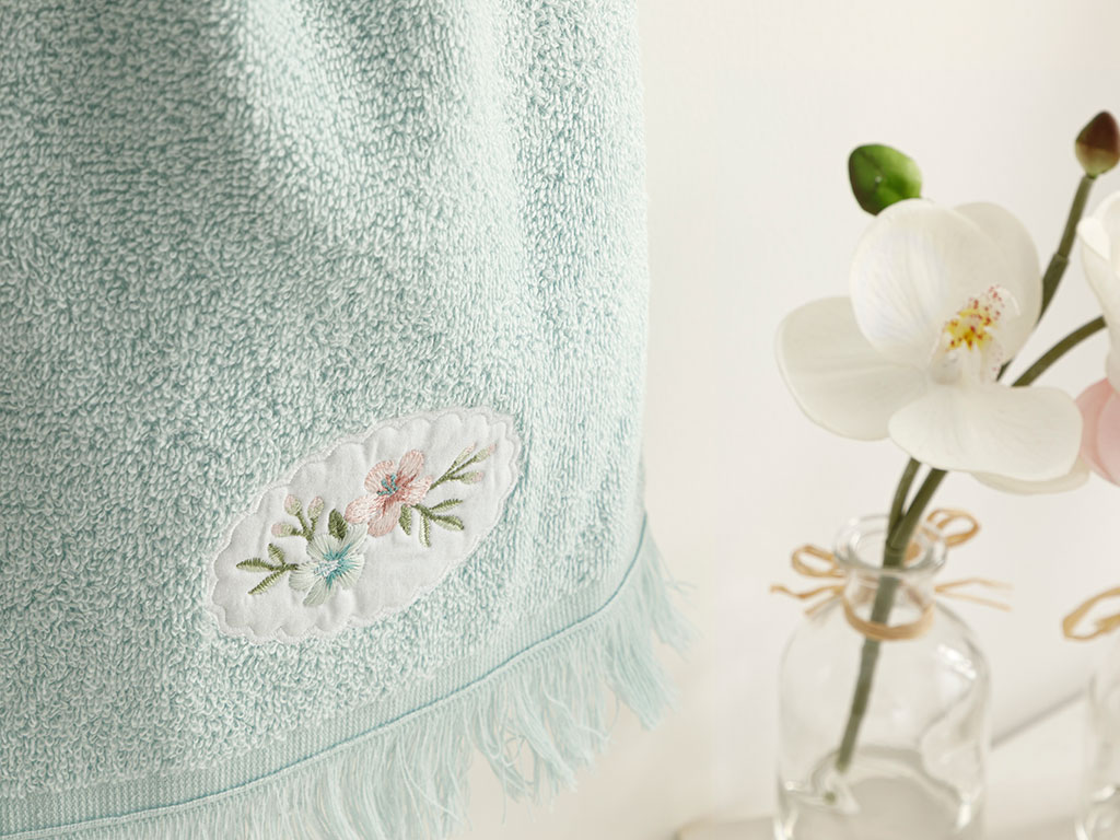 Fancy Flowers Embroidered Hand Towel 30x40 Cm Seledon