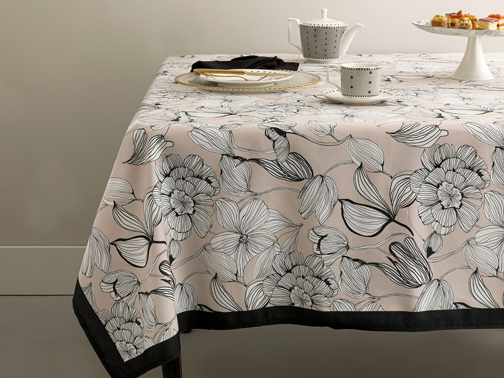 Denby Dark Polyester Square Table Cloth 100x100 Cm Brown-Nude