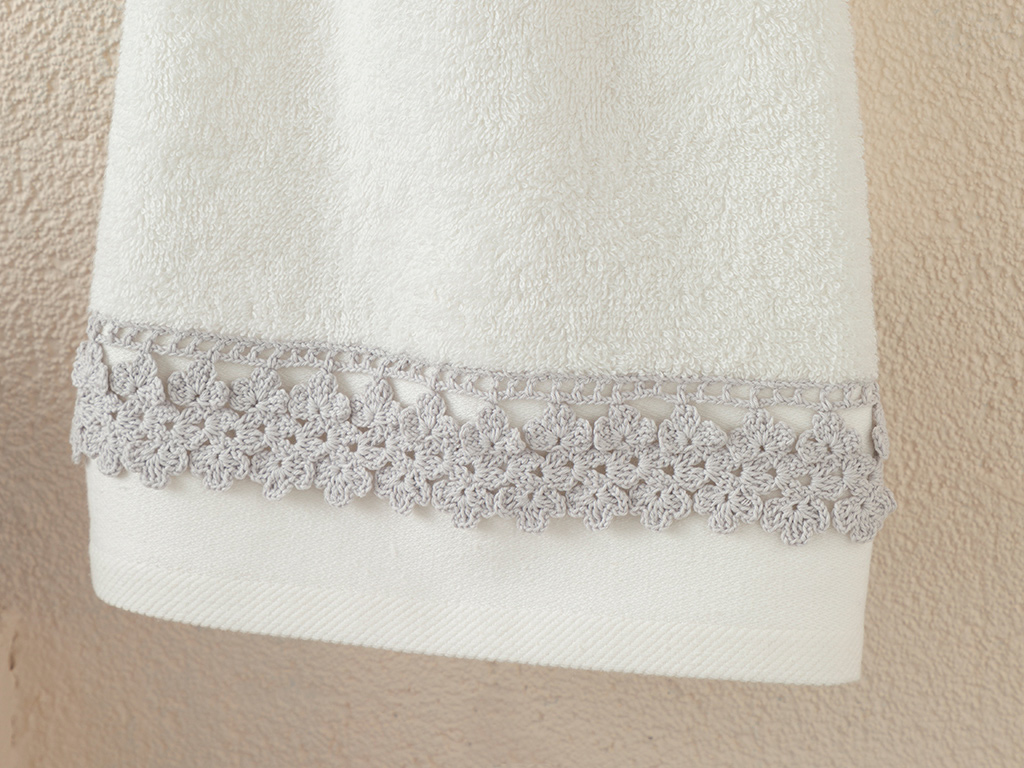 Small Flowers Face Towel 50x80 Cm